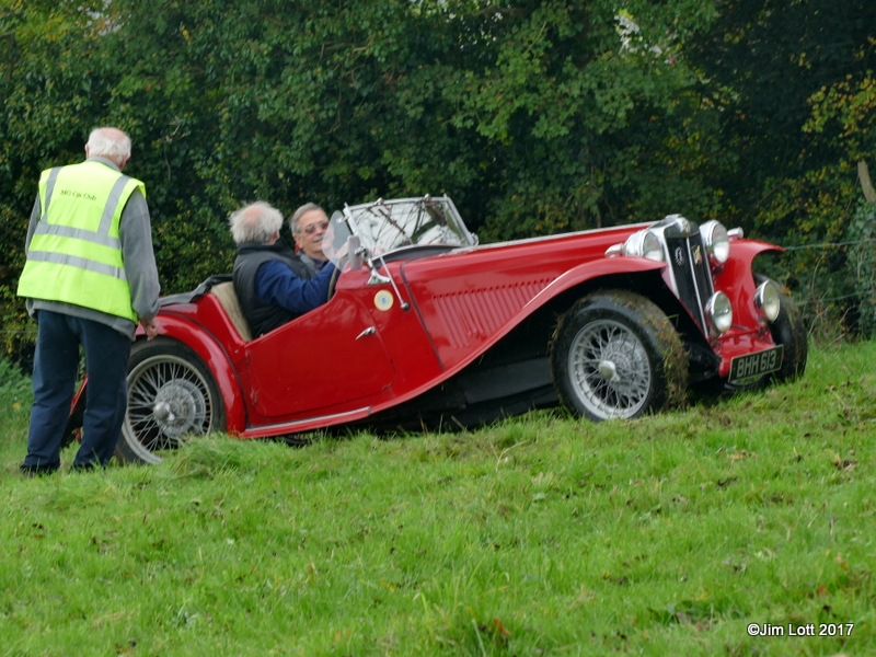 Dave Coppock, Jim Lott come to a halt half way up test 4. Gerald Burridge directing Dave back down the hill.